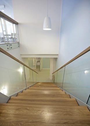 ozdobne balustrady szklane na schody