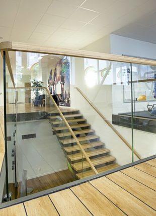 Nowoczesne szklane balustrady na schody