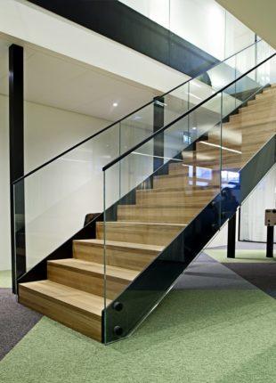 Stylowe balustrady szklane na schody